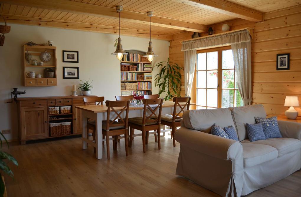 Obývací pokoj s jídelním koutem v rustikálním stylu - inspirace od Barbora Žáková