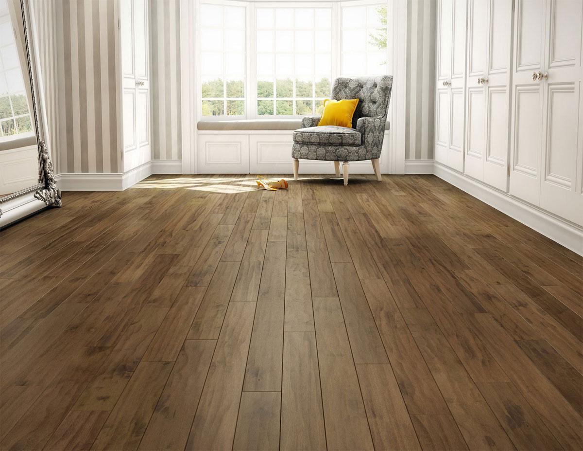 Dřevěná podlaha nezapře přírodní původ