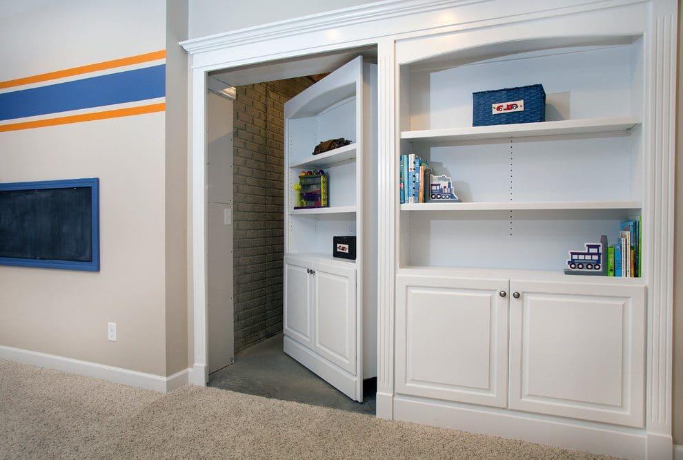 Dveře do skryté místnosti - zdroj